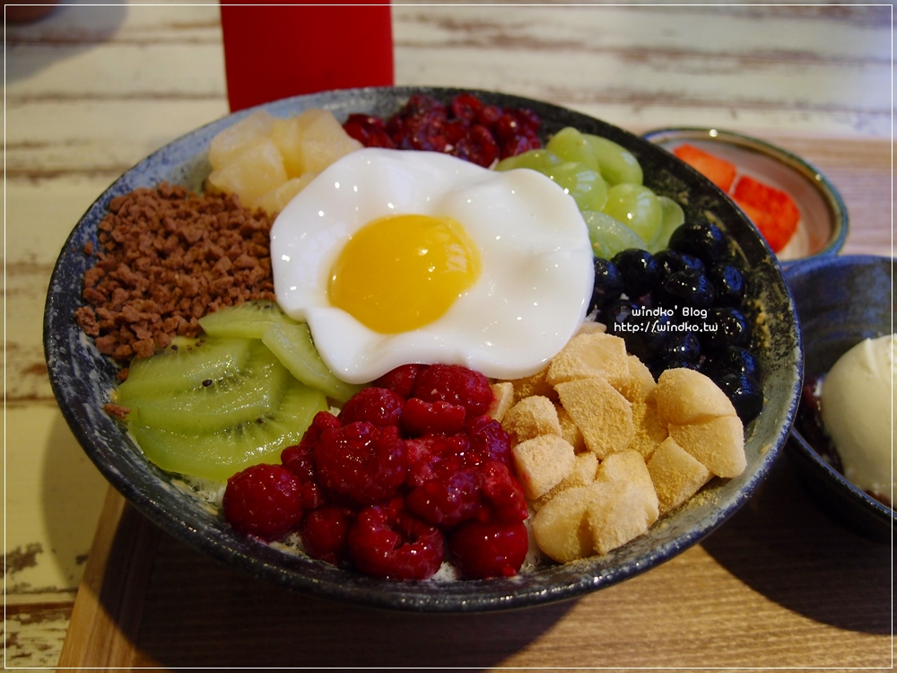 釜山食記∥ 南浦站。你一定沒見過的拌飯刨冰!顛覆視覺與味覺平衡認知的創意冰品!