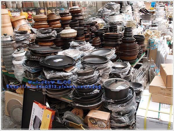 ∥韓國釜山遊記∥ 南浦洞、國際市場 – 釜山規模最大的傳統市場,逛街買生活雜貨,杯碗鍋子烤盤、搓澡巾等,一應俱全